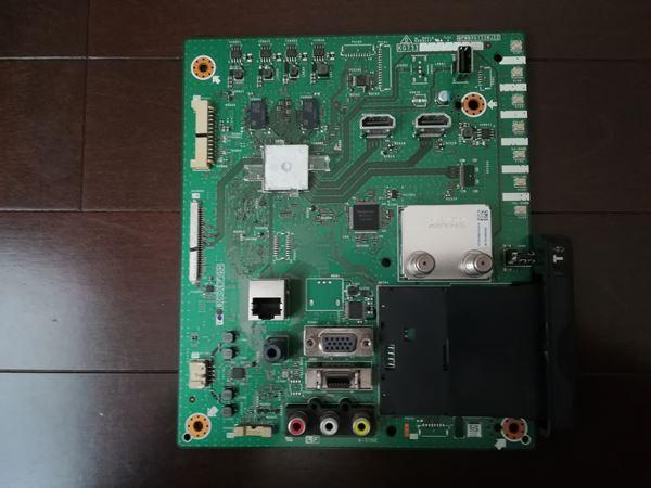 液晶テレビから外したマザーボードの写真