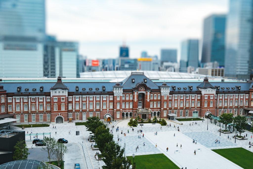 ぼかし加工した東京駅の写真